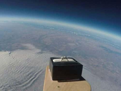 Màn cầu hôn lãng mạn từ độ cao 30.000m